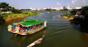 Bảng giá vé thuyền rồng và giá cho thuê thuyền rồng trên sông Hương