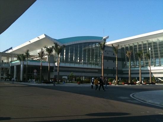 Xe trung chuyển khách từ sân bay đà nẵng đi Hội An