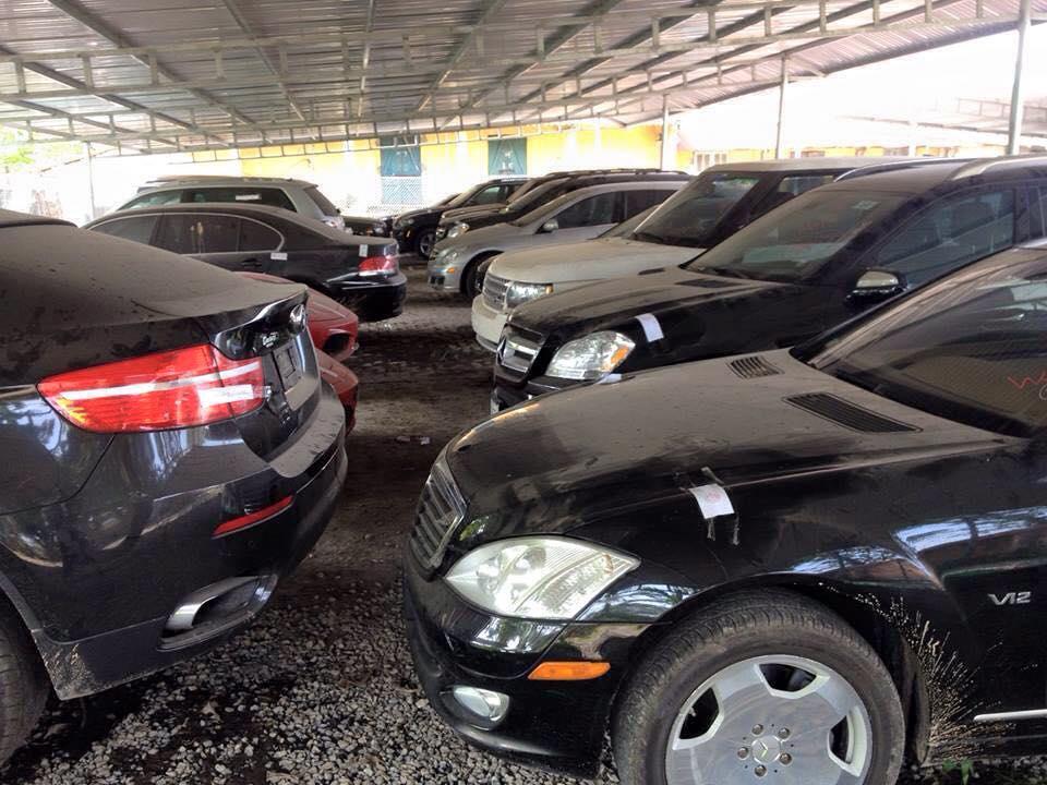 Hàng loạt siêu xe bị thu giữ