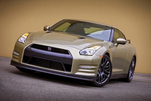 Nissan-GT-R-2016-Gold-10-6877-1430801093