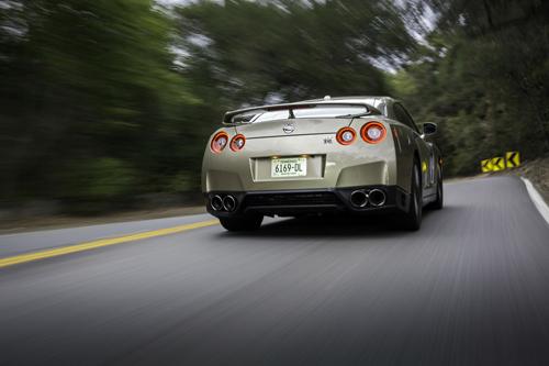 Nissan-GT-R-2016-Gold-6-4132-1430801094