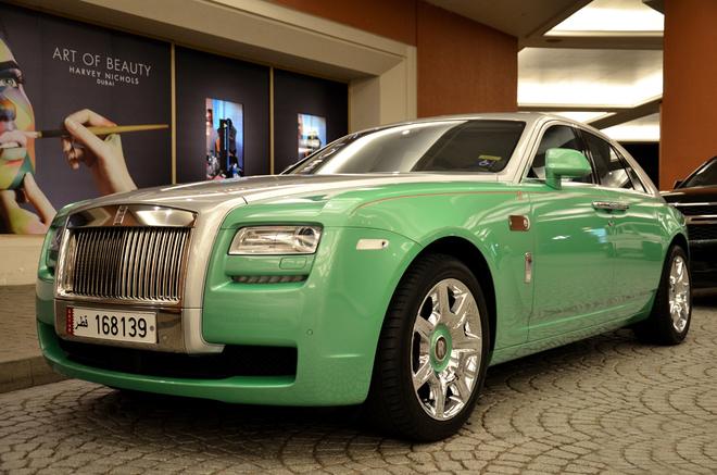 Rolls-Royce Ghost màu lạ