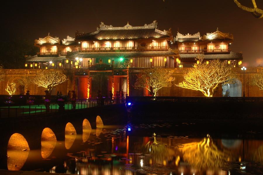 Hoàng Cung – Đại Nội Huế mở cửa cho khách tham quan buổi đêm