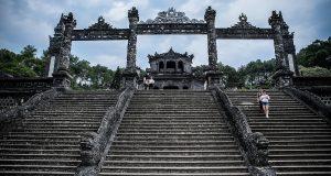 Lăng Khải Định – Khu lăng mộ pha trộn kiến trúc Đông Tây ở Huế