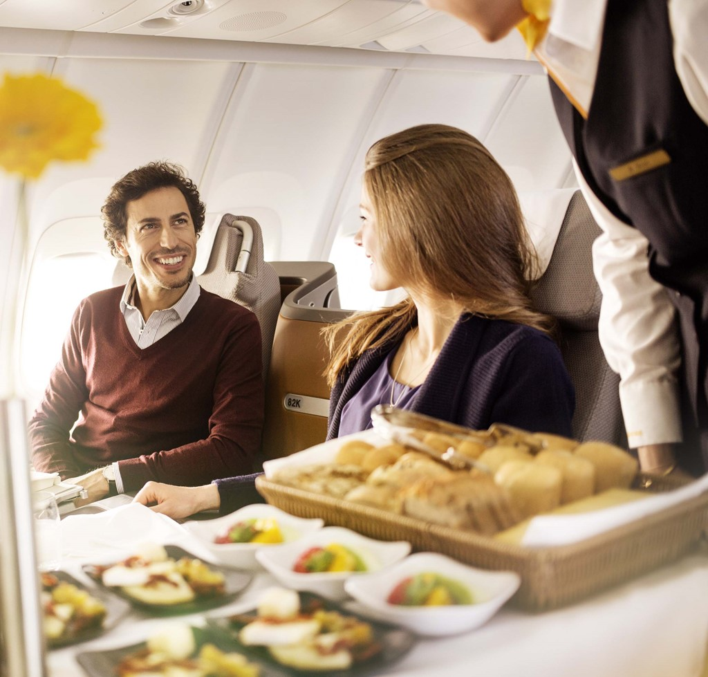 Nên ăn gì trên máy bay