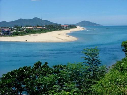 Bãi biển Lăng Cô - Du lịch Huế