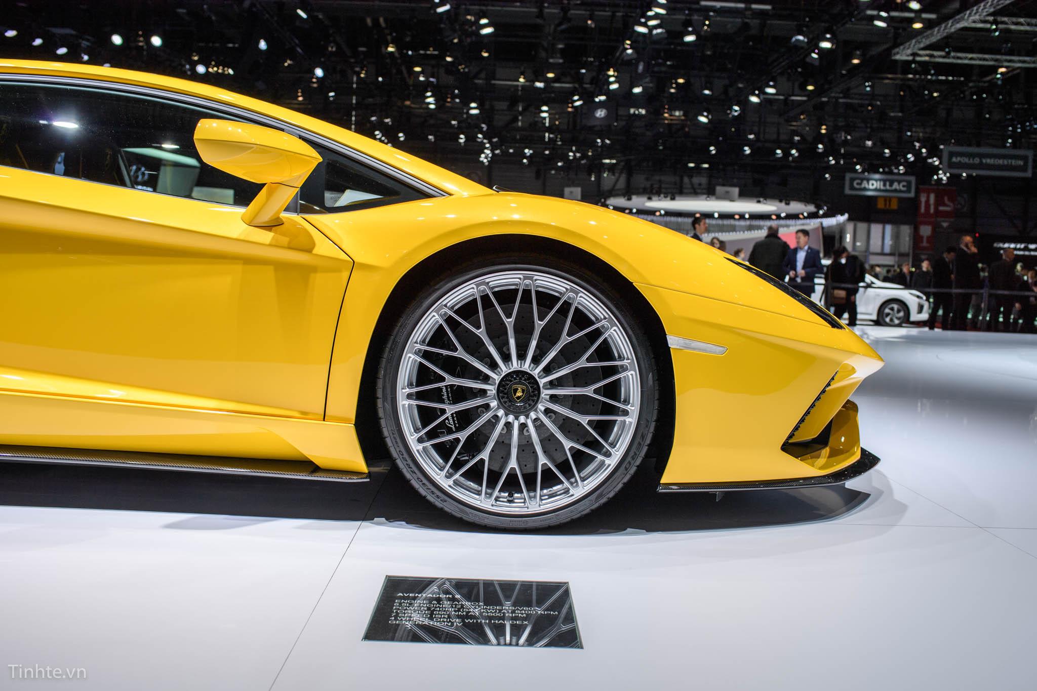 Lamborghini Aventador S - Cho thuê xe miền trung