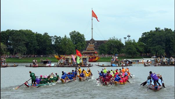 Đua ghe Các lễ hội truyền thống ở Huế
