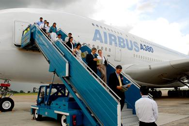 Làm gì khi lần đầu hạ cánh xuống sân bay nước ngoài?