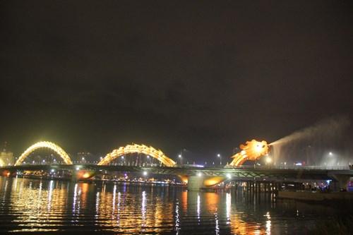 Cầu Rồng phun nước Du lịch Đà Nẵng