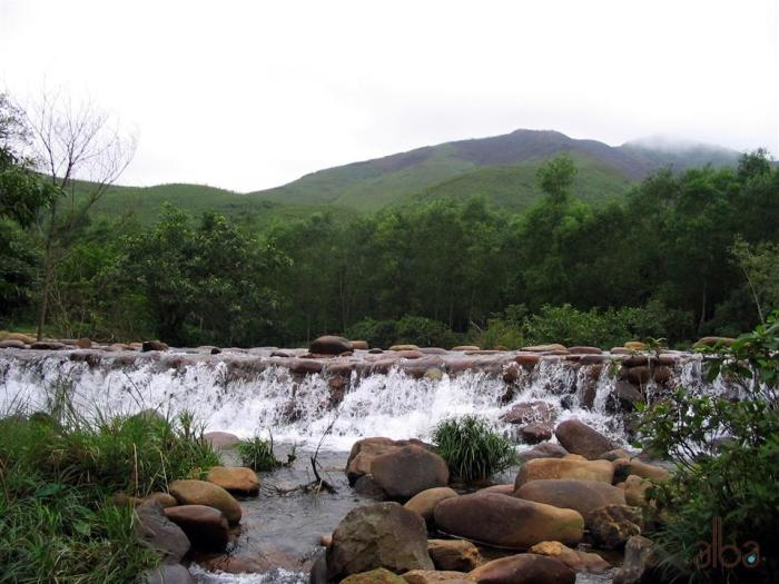 Suối nước khoáng Thanh Tân