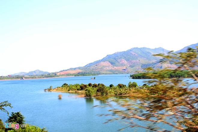 Hồ Suối Dầu Du lịch Nha Trang bằng tàu hỏa