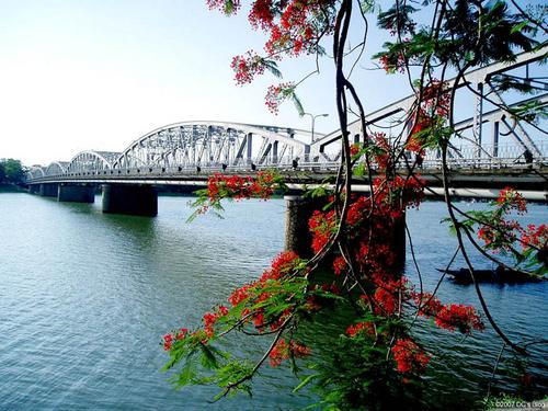 Cầu Trường Tiền Từ Sân bay Phú Bài về Huế đi như thế nào