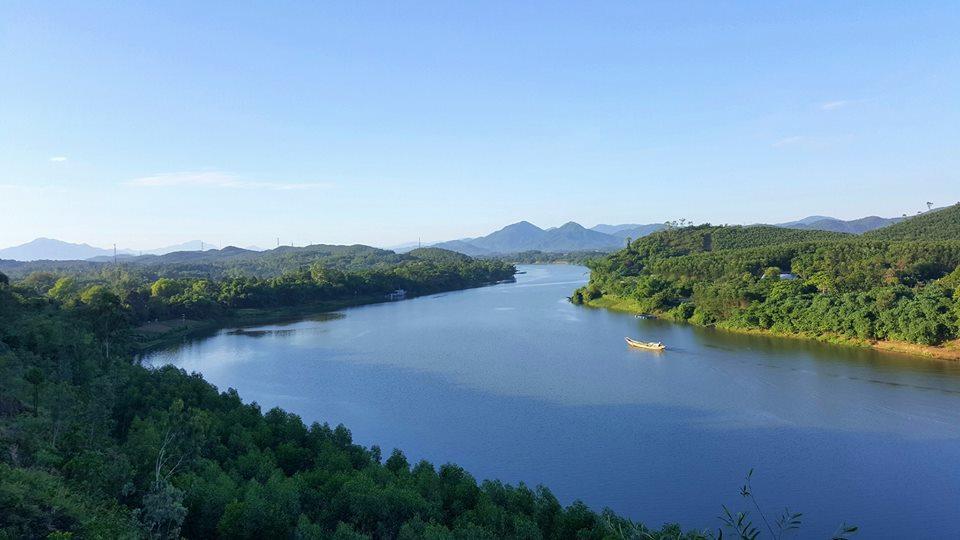Du lịch Huế mùa hè Sông Hương
