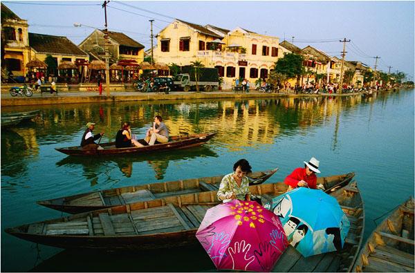 Du thuyền trên sông Thu Bồn Hội An