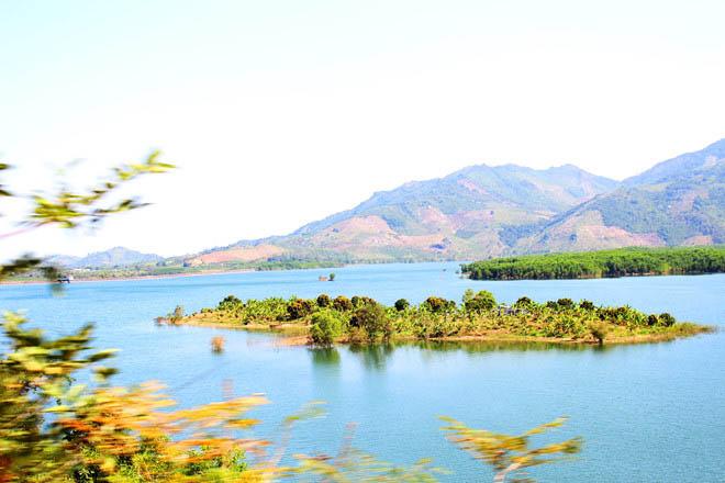 Hồ Suối Dầu Hòn Bà Khánh Hòa