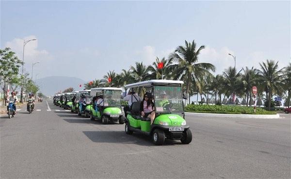 Thú vị xe điện du lịch ngắm biển Đà Nẵng