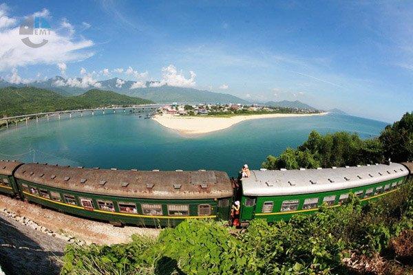 Tàu từ Đà Nẵng đi Lăng Cô