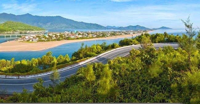 Từ Đà Nẵng đi Lăng Cô bằng xe máy