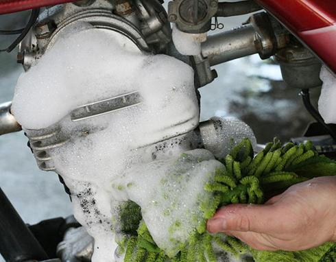 Cách giữ xe máy bền, làm sạch xe máy đúng cách