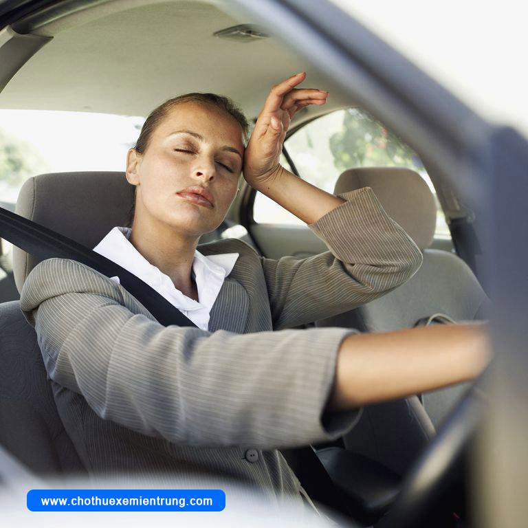 Đậu xe dưới nắng nóng nguy hiểm như thế nào
