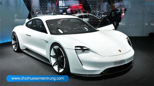Hãng Porsche giới thiệu dòng xe thể thao chạy điện Taycan
