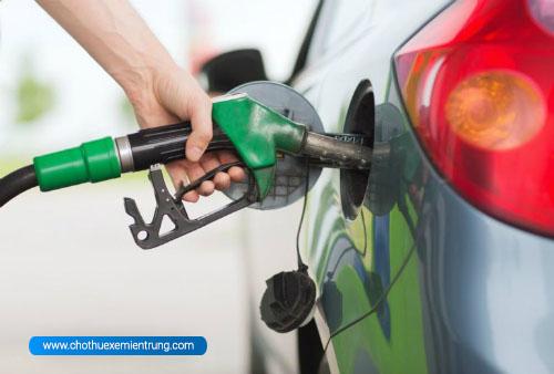 Các lầm tưởng khi sử dụng ô tô, đổ xăng khi nào tốt nhất