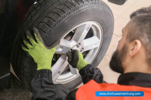 kinh nghiệm sử dụng ô tô, thay lốp xe ô tô