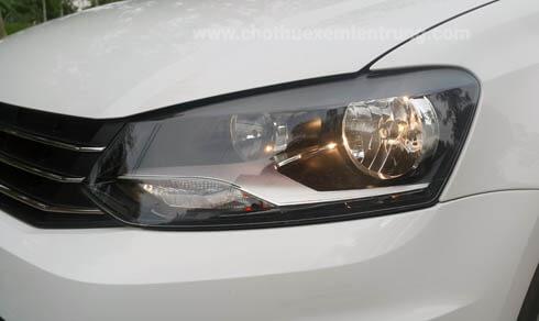Thuê xe tự lái cần lưu ý gì, kiểm tra đèn của xe