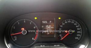 Thuê xe tự lái cần lưu ý gì, kiểm tra đồng hồ xe
