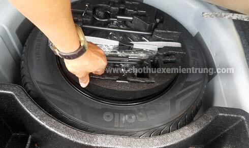 Kinh nghiệm kiểm tra xe trước khi thuê xe tự lái, kiểm tra lốp
