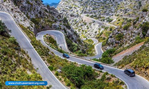 Kinh nghiệm lái xe ô tô đường đèo mà tài xế cần biết