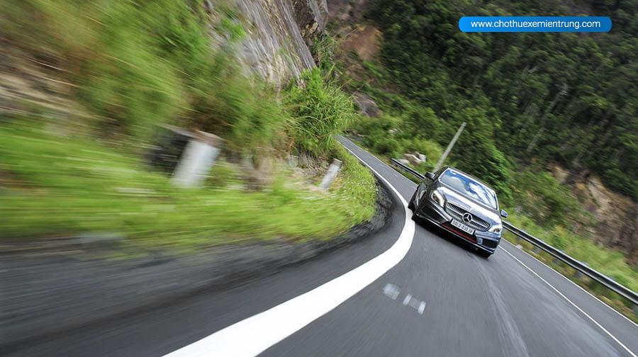 kinh nghiệm lái xe ô tô đường đèo
