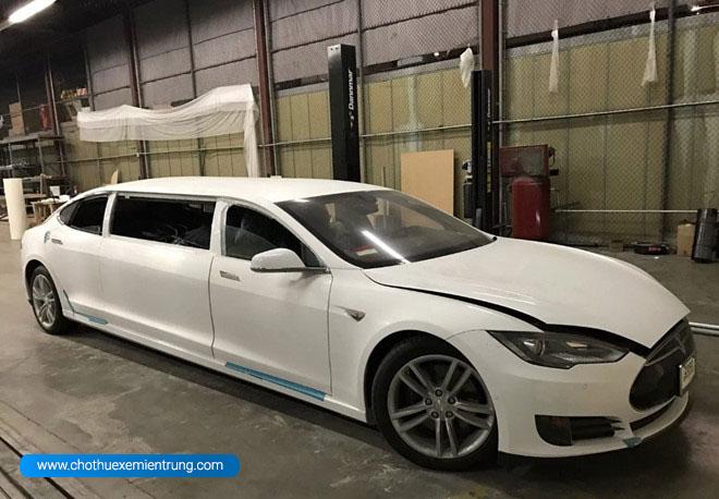Tesla Model S độ limousine đầu tiên trên thế giới